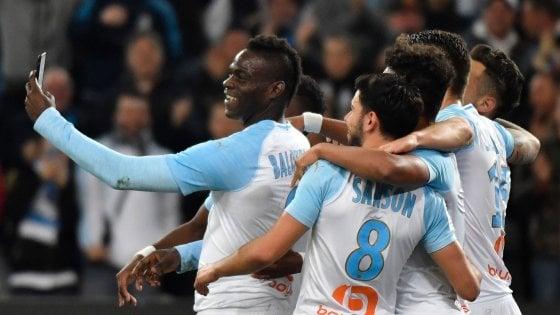 Francia, Marsiglia: l'ultima di Balotelli, segna ed esulta in diretta Instagram
