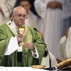 """Il Papa: """"Tra un anno si aprirà l'archivio segreto di Pio XII""""."""