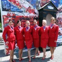 Virgin Airlines, trucco e gonna non sono più un obbligo per le hostess