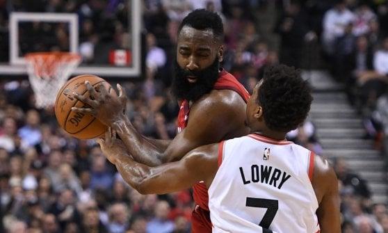 Basket, Nba: Boston umilia Golden State, colpo Houston a Toronto