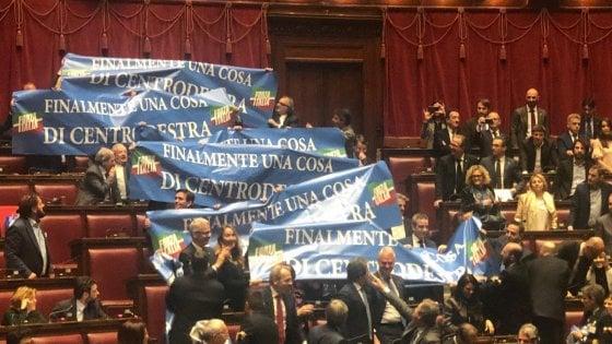 Riforma legittima difesa, la Camera approva con 373 sì: la destra applaude, fronda M5s: in 25 non votano