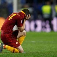 Florenzi in lacrime al fischio finale: a consolarlo sono i compagni e gli avversari