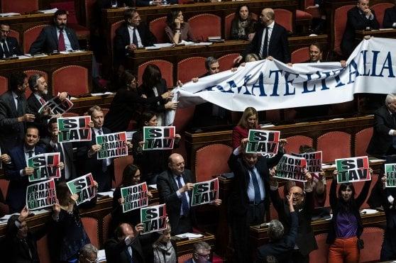 """Tav, governo sull'orlo della crisi. Salvini: """"Se vanno fino in fondo, lo faccio anche io"""". Di Maio: """"Irresponsabile"""""""