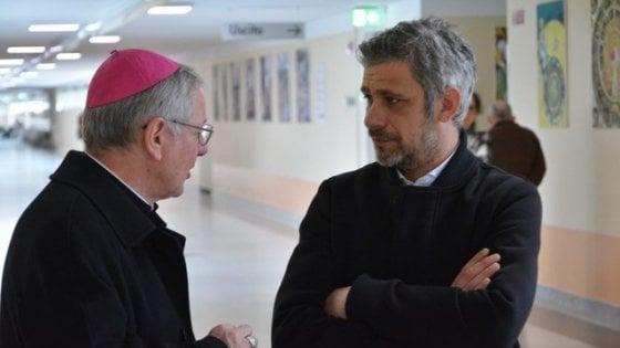 Padova, il vescovo perdona il parroco dei festini a luci rosse