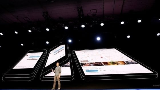 Mercato mondiale degli smartphone giù anche nel 2019, la ripresa con 5G e pieghevoli
