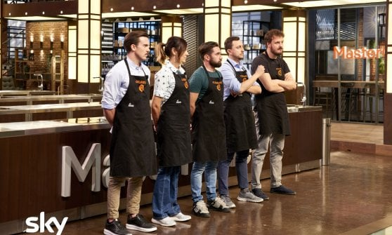 Masterchef, i concorrenti si misurano col branzino di Paul Bocuse e sul take away