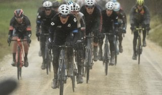 """Ciclismo, le """"Strade bianche"""" apre la stagione"""