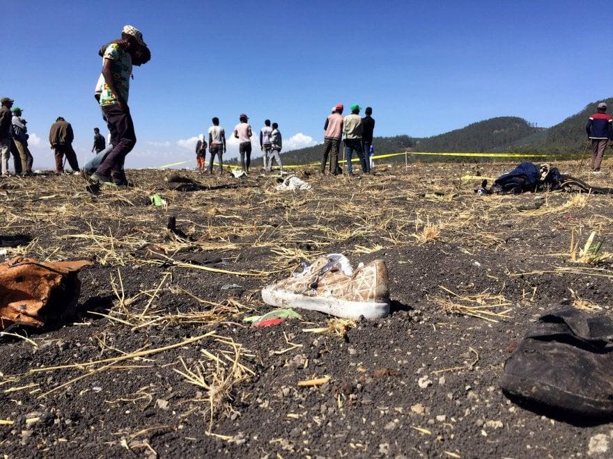 Etiopia. Le prime immagini dal luogo del disastro aereo