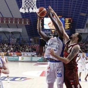 Basket, serie A: Venezia non sbaglia. Avellino fa il colpo in rimonta e centra quarto posto