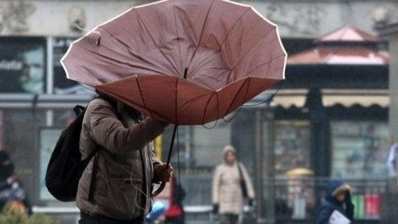 Meteo, torna l'inverno: pioggia e vento al Centro e al Sud, crollano le temperature