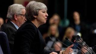 """Brexit, il legale del governo affonda l'accordo con l'Ue: """"Restano i rischi sull'Irlanda"""""""
