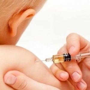 """Vaccini, il quotidiano cattolico """"Avvenire"""" prende posizione. """"Tua madre crede alle bufale e io, che non ho sistema immunitario, posso morire"""