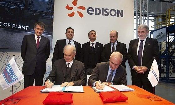La firma della commessa tra Edison e Ansaldo Energia nello stabilimento di Genova