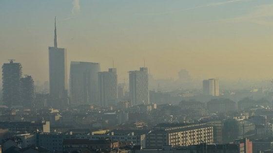 Lo smog uccide più delle sigarette: 8,8 mln di vittime all'anno