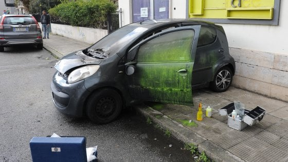 Reggio Calabria, Evade dai domiciliari per dare fuoco all'ex moglie in auto. Caccia all'uomo in tutta la città