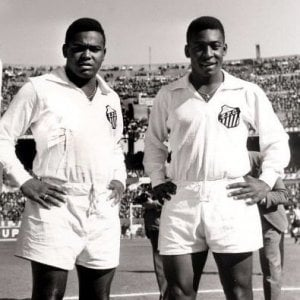 """Brasile, addio a Coutinho. Pelé: """"Devo a lui il mio successo"""""""