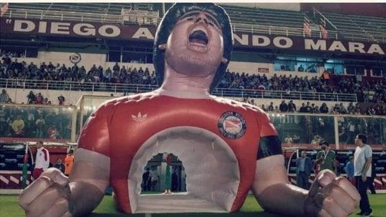 """Maradona ringrazia l'Argentinos, """"una carezza al cuore"""""""