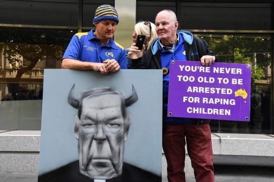 """Pedofilia, il cardinale George Pell condannato a 6 anni. Colpevole di """"crimini efferati"""""""