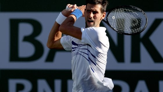 Tennis, sorpresa a Indian Wells: Djokovic fuori. Federer batte Wawrinka, Nadal facile