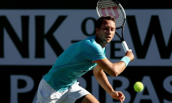 Tennis, sorpresa a Indian Wells: Djokovic fuori. Federer batte Wawrinka, Nadal facile
