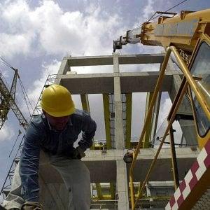 Stipendi, con il salario minimo mille euro all'anno in più per 3 milioni di lavoratori