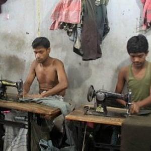 Bangladesh, un altro incendio con 8 persone coinvolte in una delle fabbriche tessili super affollate