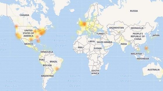 Facebook, WhatsApp e Instagram down, sito e app non funzionano: centinaia di segnalazioni