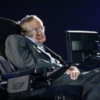 Un anno senza Stephen Hawking: una moneta celebra la sua teoria