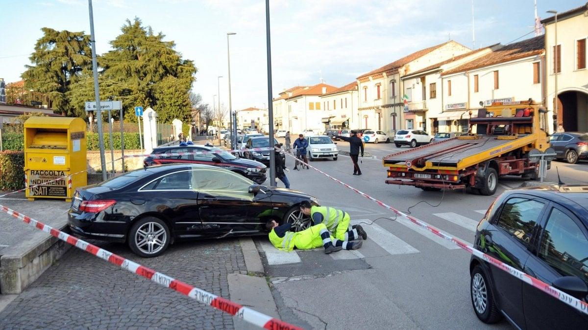 Vicenza, trascina donna fuori dall'auto per derubarla e poi la uccide investendola