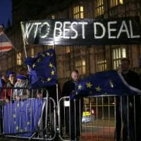 Brexit, approvato emendamento che esclude il