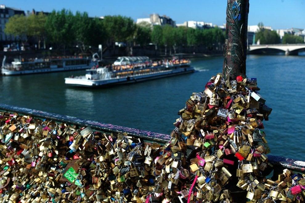 Venezia, guerra ai lucchetti dell'amore