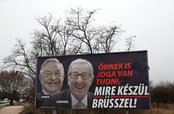 """Ungheria, il """"fidanzato distratto"""" più famoso di Internet nello spot pro-famiglia di Orbàn"""