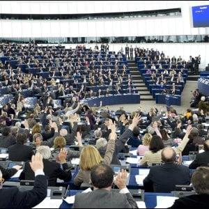 """Banca Etica, """"Il Parlamento UE vanifica la """"finanza sostenibile"""" dando risorse a industrie estrattive e a chi non rispetta i diritti di chi lavora"""