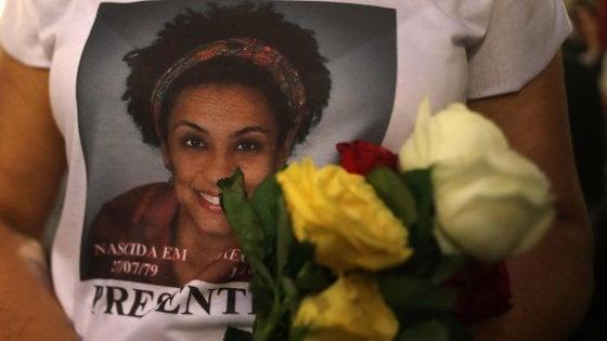 Brasile, un anno fa la morte di Marielle Franco. L'abbraccio del killer a Bolsonaro