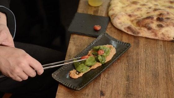 Bruschetta liquida e spuma di caprese: lo chef in carrozzina che vuole una cucina gourmet per tutti