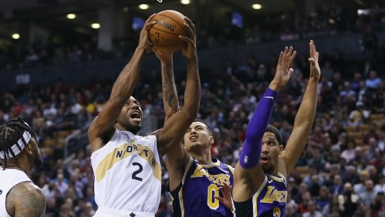 Basket, Nba: Lakers affondano a Toronto, Indiana rimonta Oklahoma
