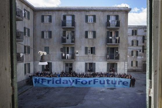 """Clima, manifestazioni in tutto il mondo. Gli studenti invadono le piazze: """"In Italia siamo un milione"""""""