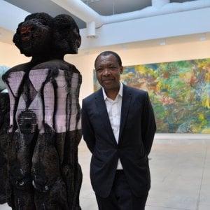 Addio a Okwui Enwezor, primo curatore africano della Biennale