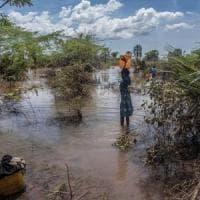 Ciclone su Mozambico e Zimbabwe, 100 morti. Alluvione nella provincia di Papua, 50 vittime