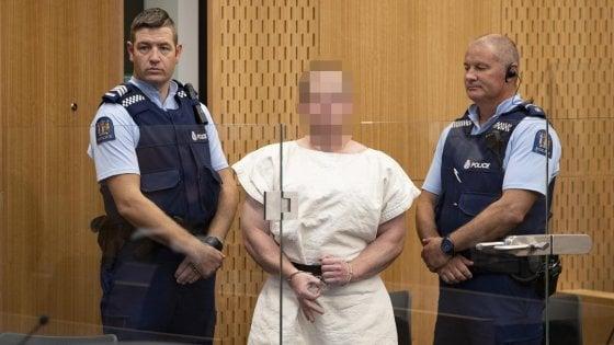 """Nuova Zelanda, Tarrant rifiuta l'avvocato: """"Mi difendo da solo"""". Il governo prepara la riforma delle armi"""