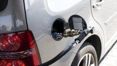 """Auto, via libera al pieno di metano in modalità """"self"""". Ma servirà un corso"""