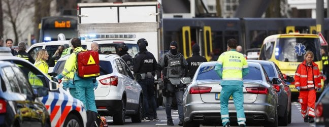 """Utrecht, 3 morti e 5 feriti. Arrestato il responsabile della sparatoria. La polizia: """"Possibile terrorismo"""". Media turchi: """"Forse motivi familiari"""""""