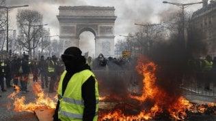 Gilet gialli, rimosso il prefetto di Parigi e stop alle manifestazioni sugli Champs-Élysées