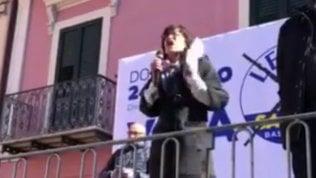 """La candidata leghista, contestata, sbotta sul palco: """"Sono fascista!"""""""