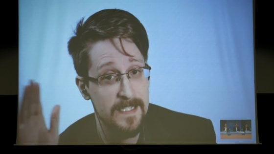 "Edward Snowden: ""United States spies Italy to sway it politically and financially"""