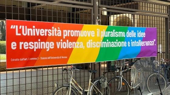 """Congresso famiglie a Verona, boicottati sui social alberghi partner dell'evento. Di Maio: """"Lega festeggia il Medioevo, noi no"""""""