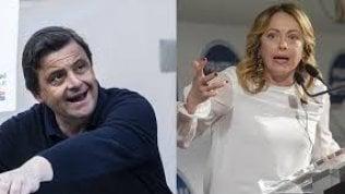 """Scintille su Twitter fra Carlo Calenda e Giorgia Meloni: """"Sei la versione burina del Ku Klux Klan"""". Lei replica: """"Cafone"""""""