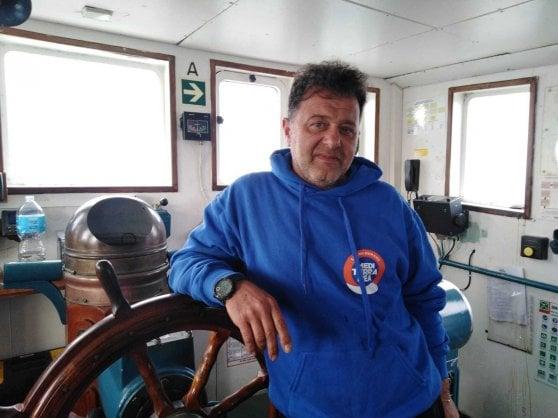 Migranti, la Mare Jonio entra nel porto di Lampedusa, la gdf la sequestra e convoca il comandante