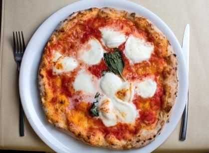 Pizza fa rima con felicità: è il cibo che sa regalare più gioia