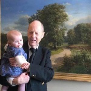 Deputata danese si presenta in aula con la figlia, la presidente dell'Assemblea fa cacciare la bambina